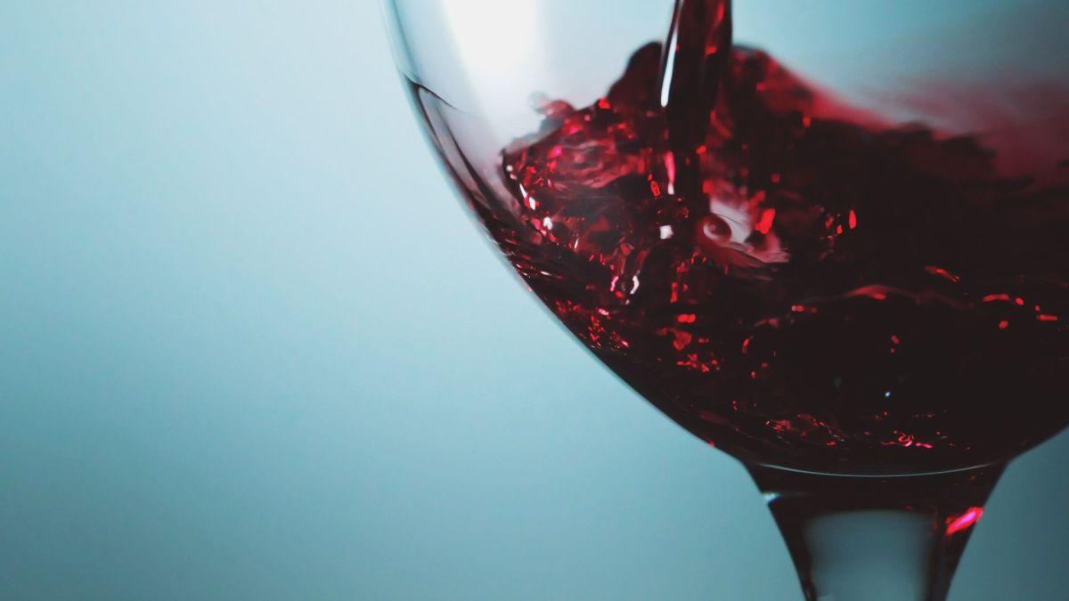 La mota y el vino tinto